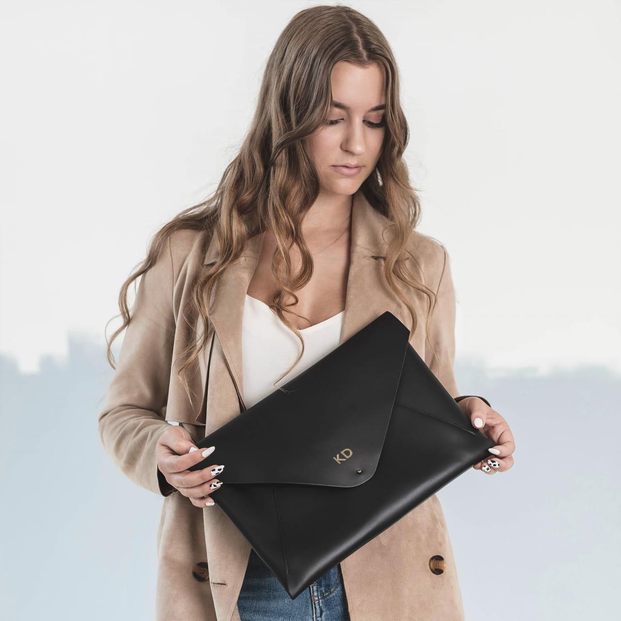 Skórzane erui na laptopa jako gadżet biurowy na prezent