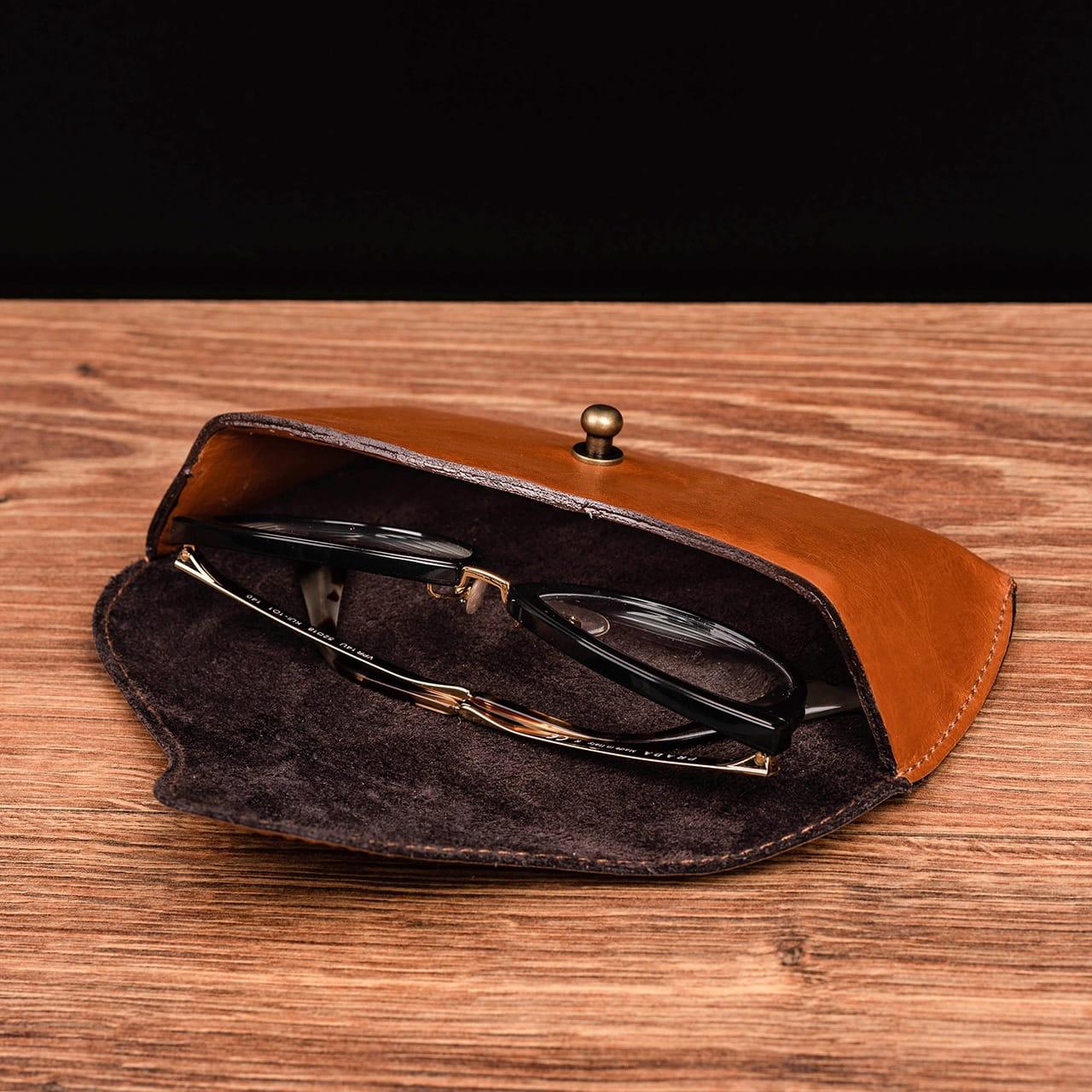 Etui na okulary to praktyczny prezent dla prawnika