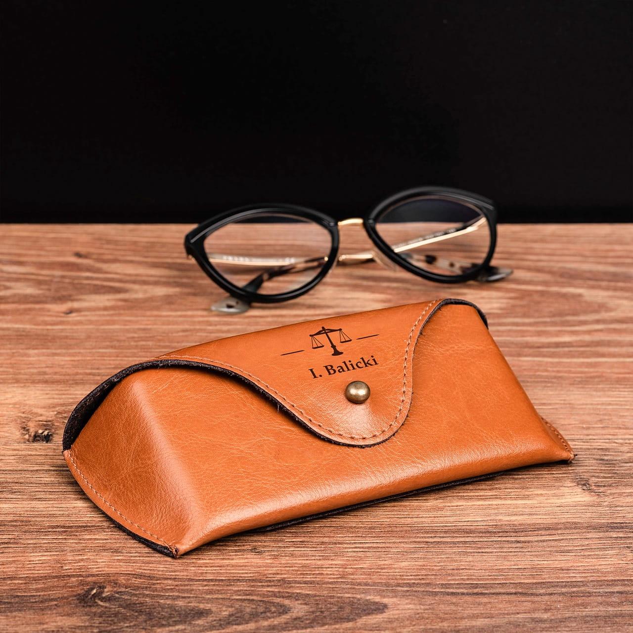 Etui na okulary jako praktyczny prezent dla prawnika