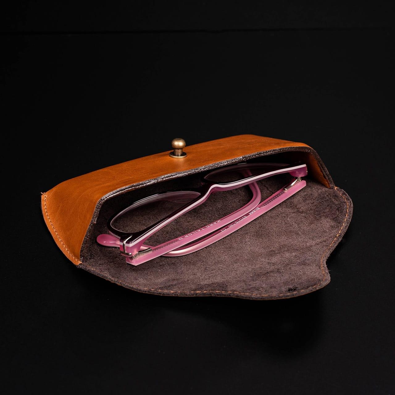 Etui na okulary to praktyczny prezent dla niani