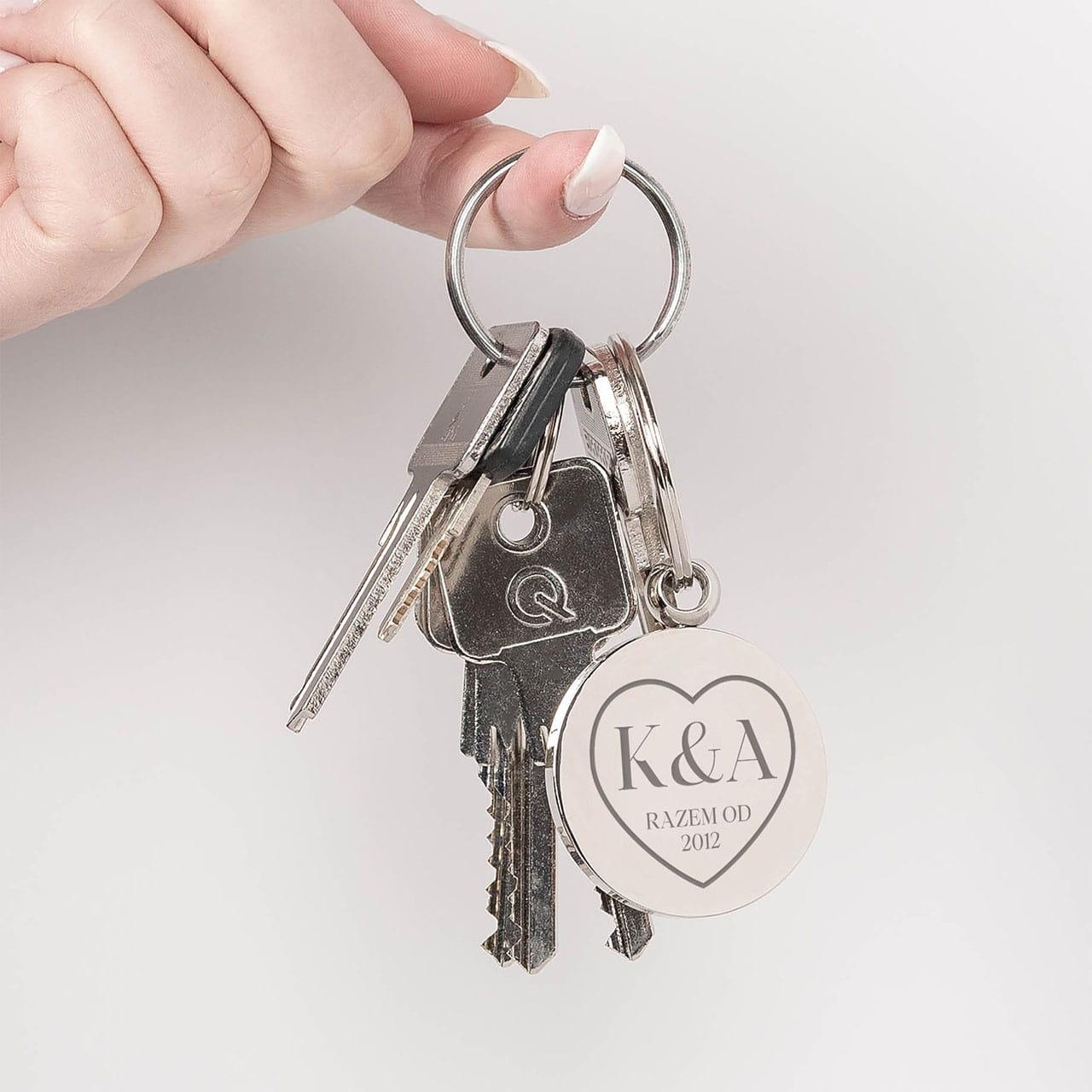 Brelok do kluczy to idealny prezent na rocznicę związku