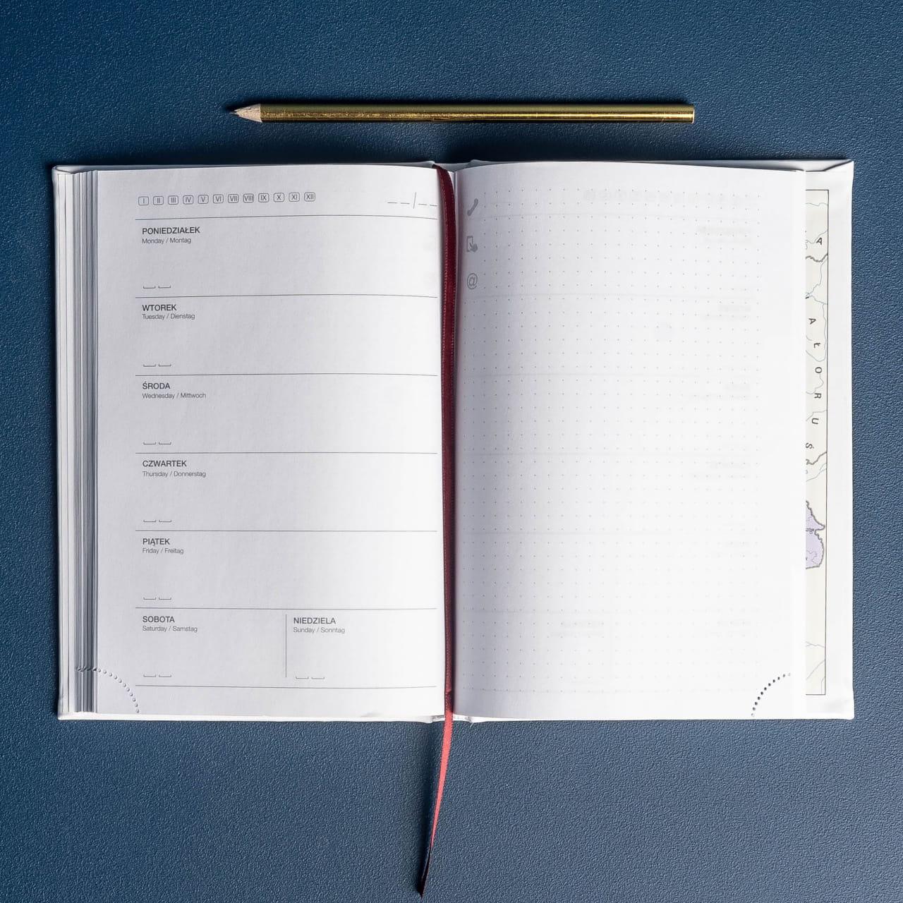 Kalendarz całoroczny to praktyczny prezent dla fizjoterapeuty