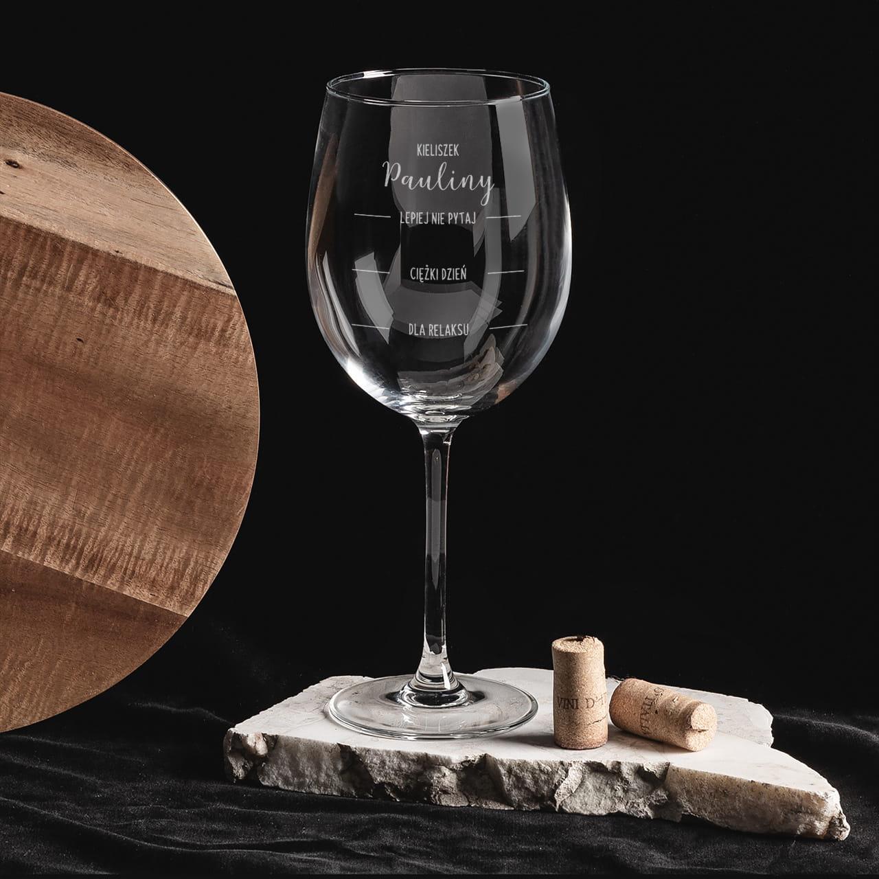Kieliszek do wina to wyjątkowy prezent dla dziewczyny