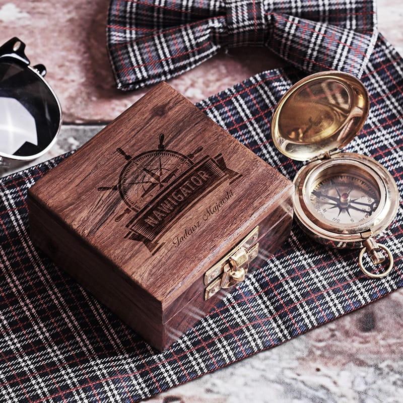 Kompas w grawerowanym pudełku PREZENT DLA ŻEGLARZA