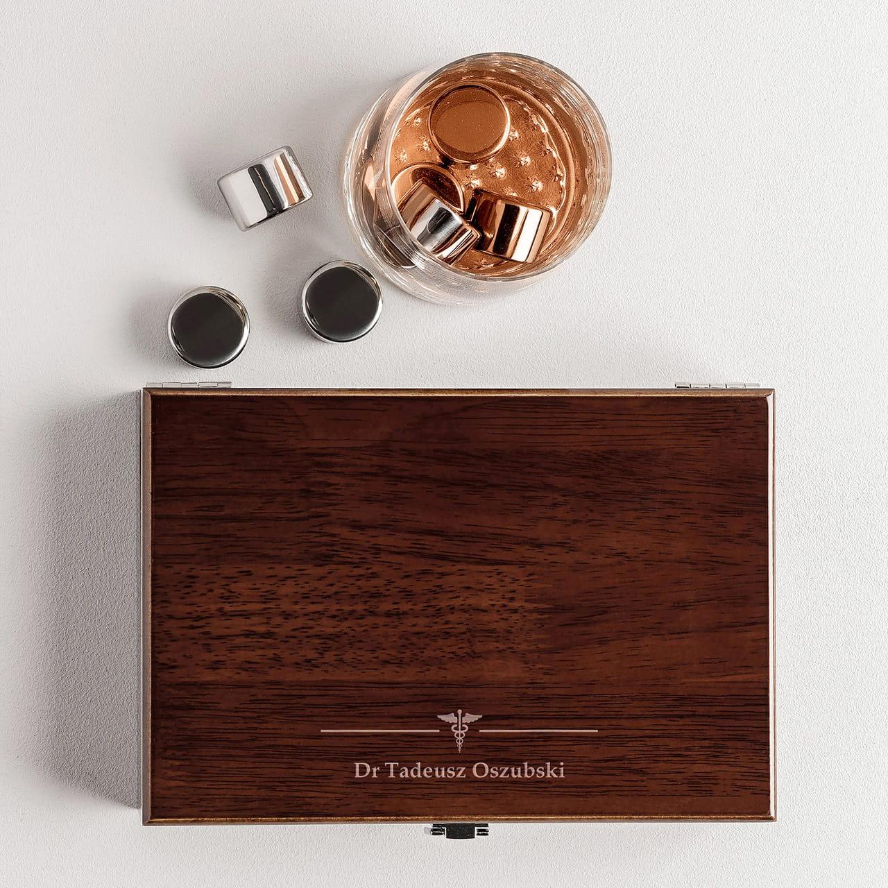 Kostki do whisky to elegancki prezent dla lekarza