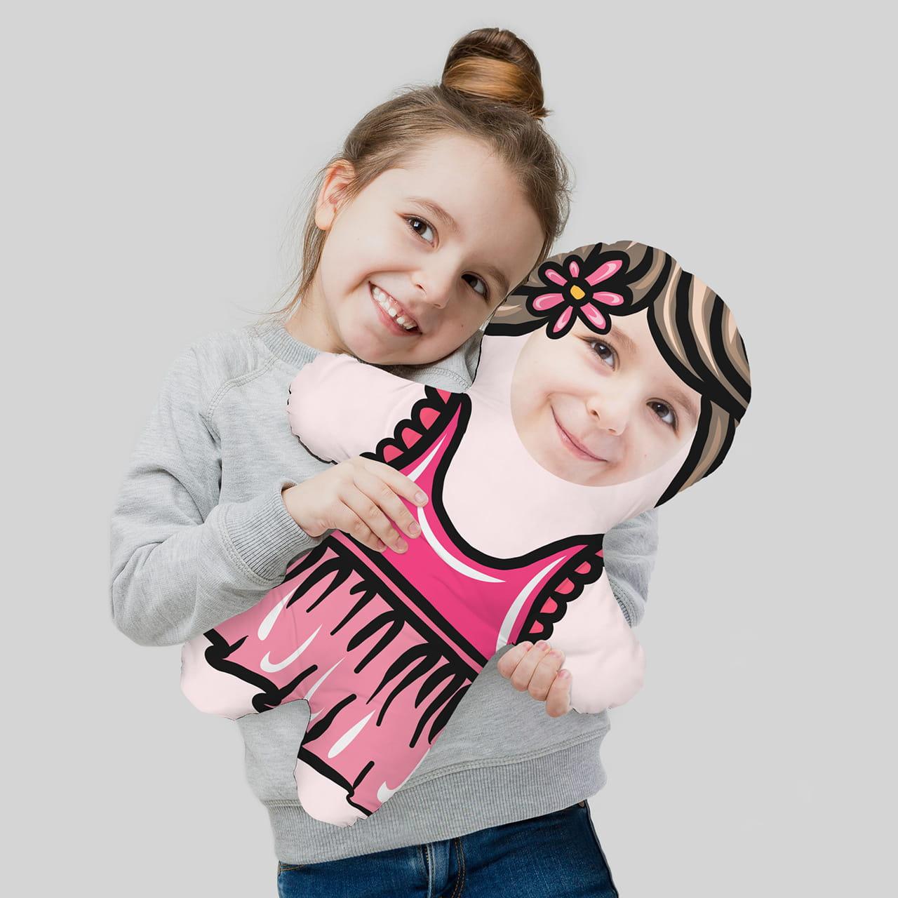 Poduszka lalka to oryginalny prezent na Dzień Przedszkolaka