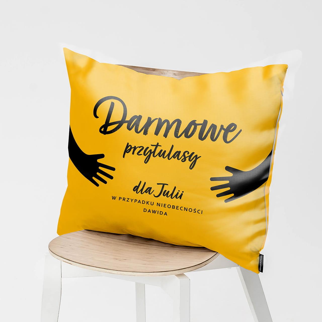 Personalizowana poduszka jako sympatyczny prezent na pożegnanie przed wyjazdem