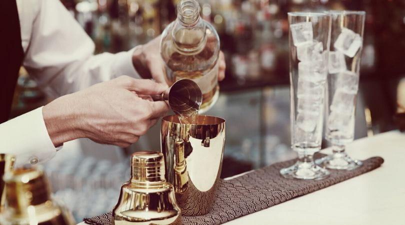 Impreza z barmanem