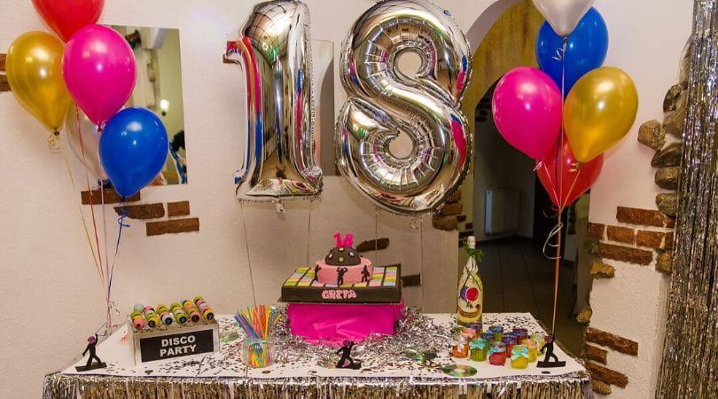 Jak zorganizować 18 urodziny na sali?
