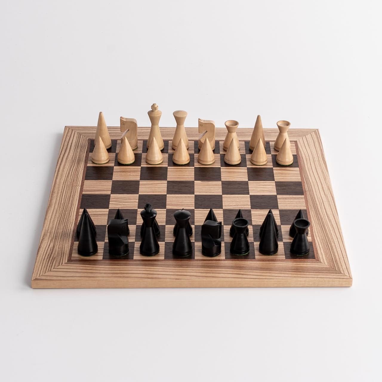 Ręcznie robione dębowe szachy na prezent dla szachisty