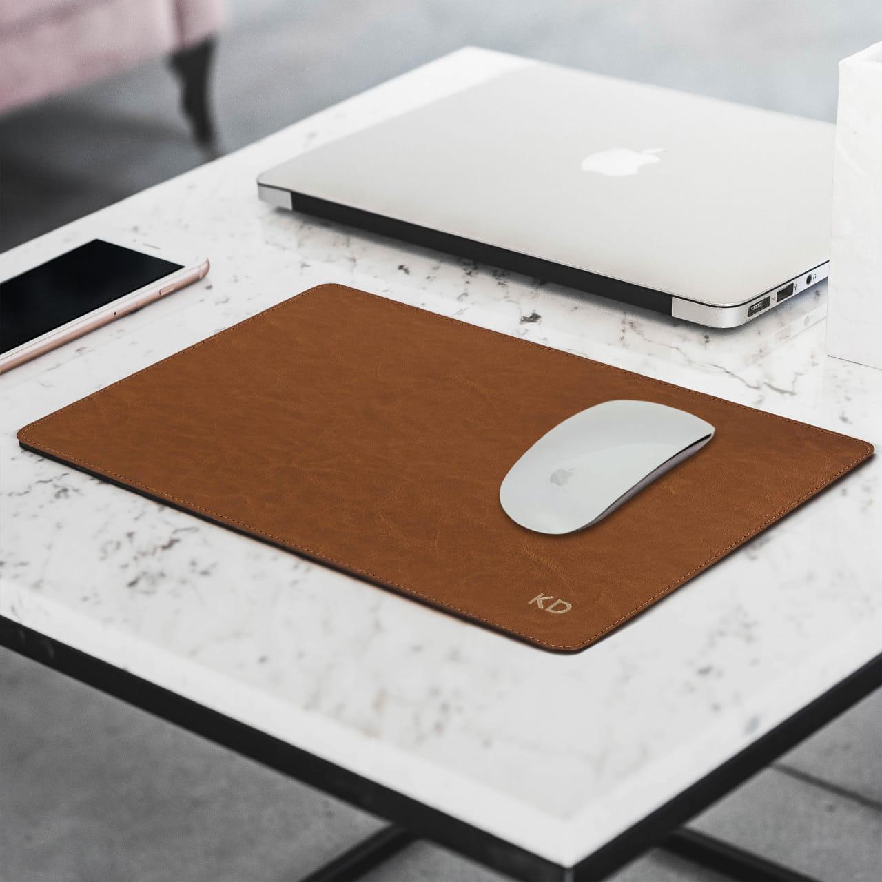 Skórzana podkładka pod mysz jako gadżet do biura