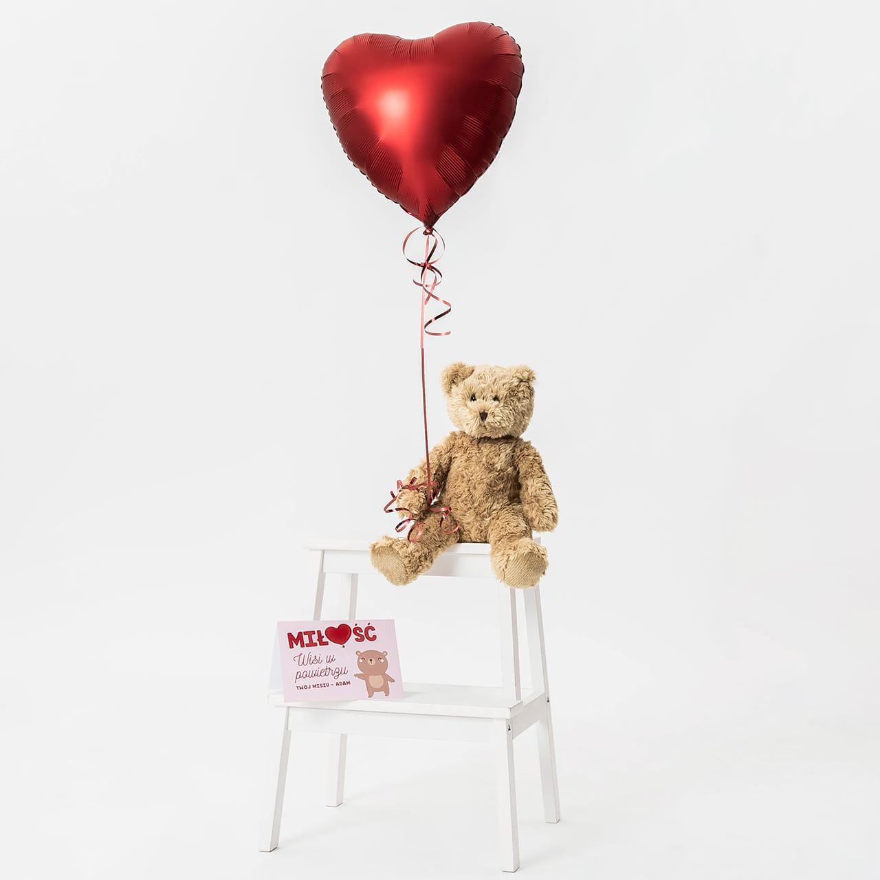 Miś z balonem i kartką to romantyczny prezent dla niej