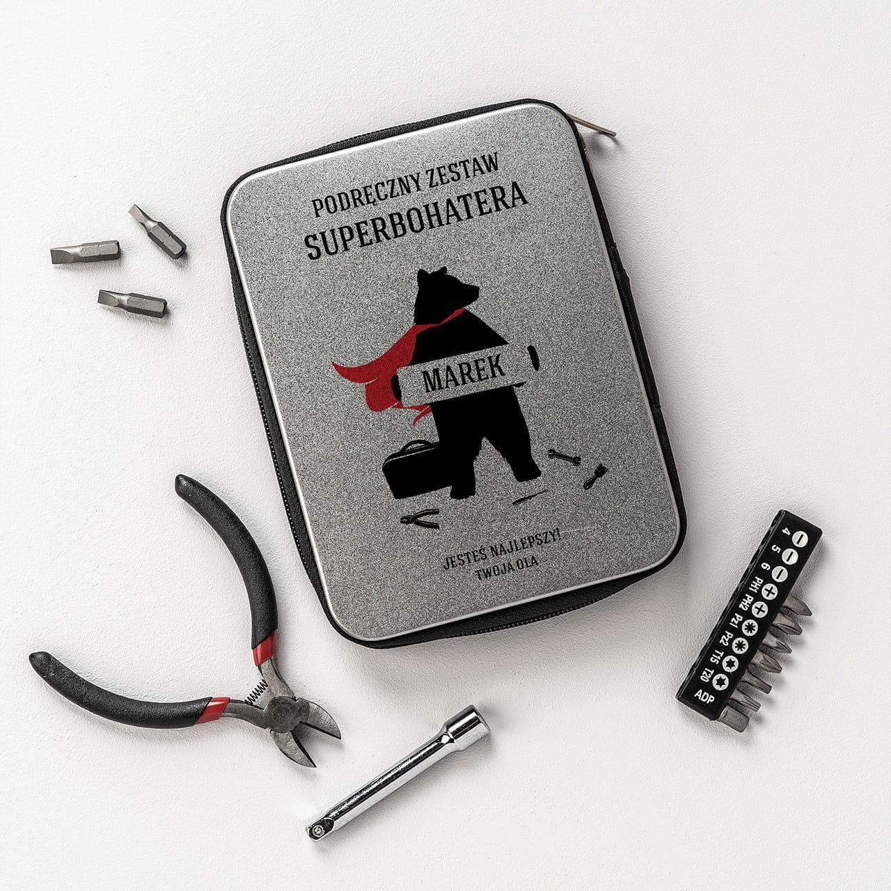 Zestaw narzędzi precyzyjnych to przydatny prezent dla chłopaka