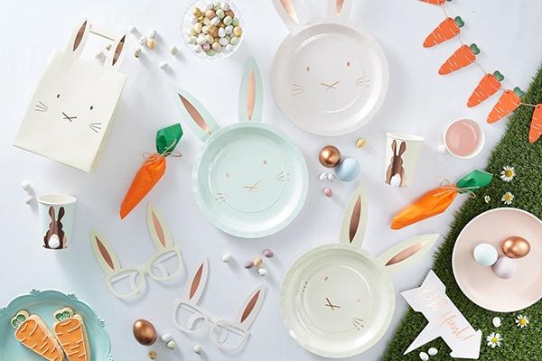 Wielkanocne dekoracje i nakrycia stołu